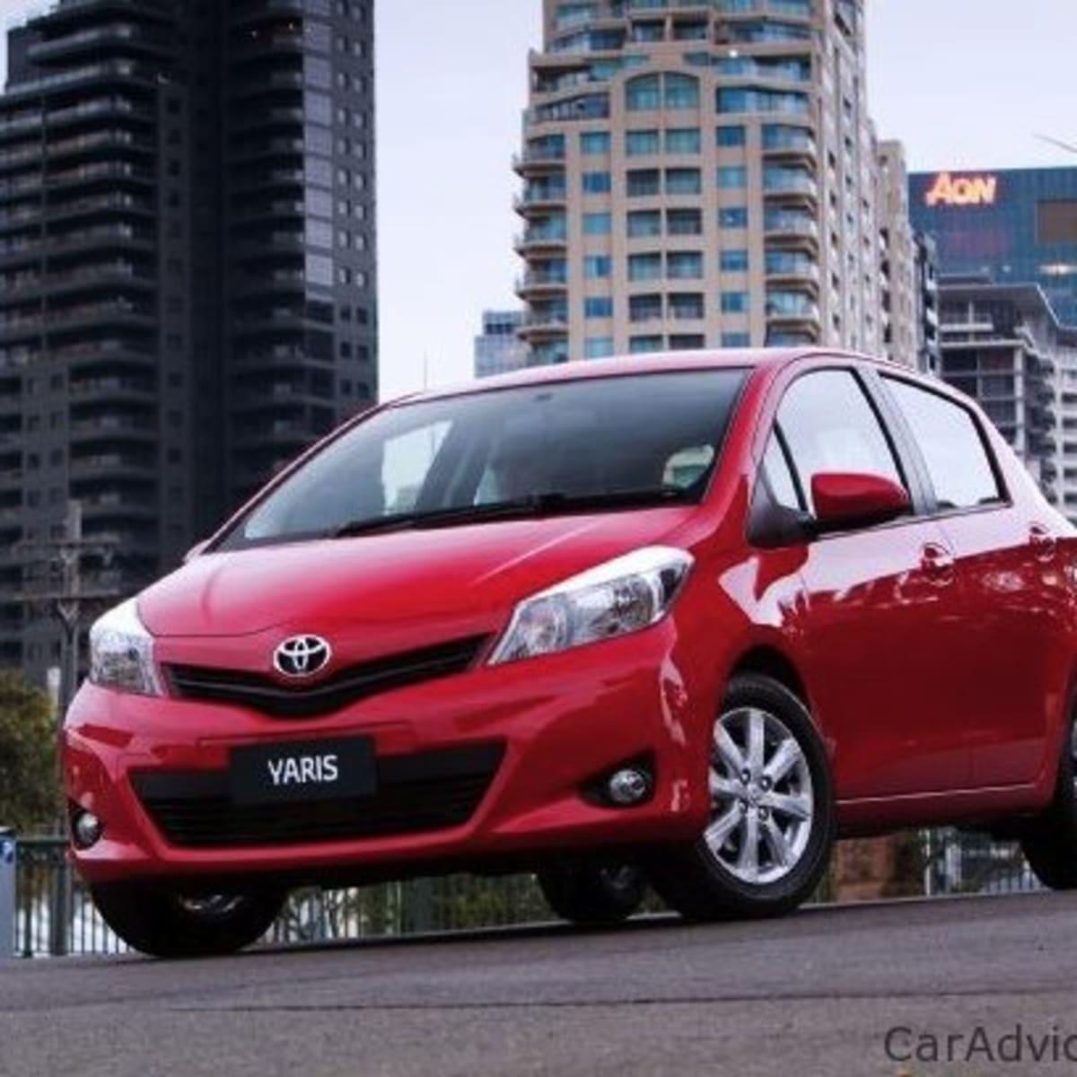 Kelebihan Toyota Yaris 2011 Perbandingan Harga