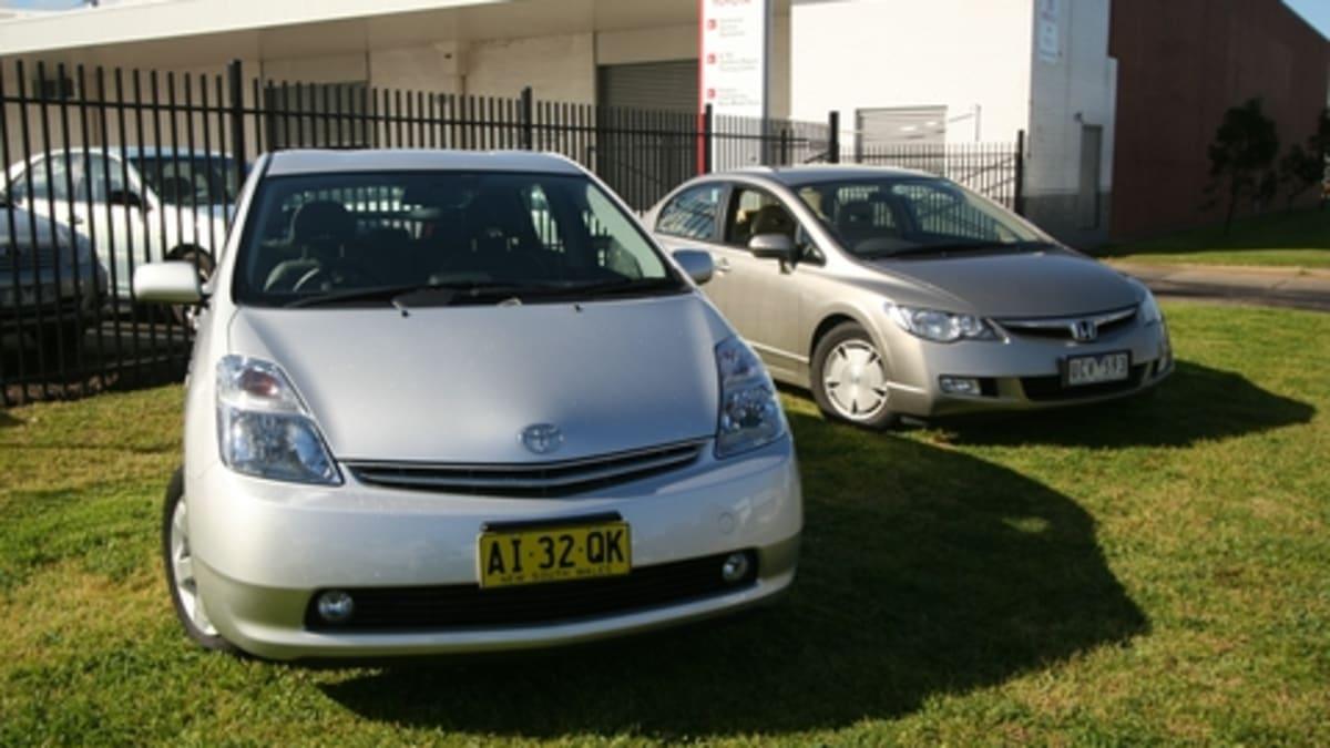 Toyota Prius vs Honda Civic Hybrid Road Test | CarAdvice
