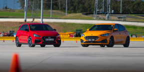 Video: 2020 Ford Focus ST v Hyundai i30 N motorkhana comparison