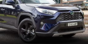 Video: 2020 Toyota RAV4 Cruiser Hybrid AWD review