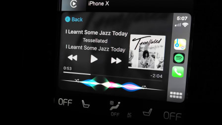 Apple CarPlay iOS 13 review: New design, dark mode and more!