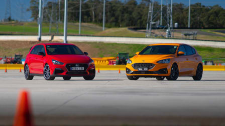 Video: 2020 Ford Focus ST v Hyundai i30 N motorkhana comparison