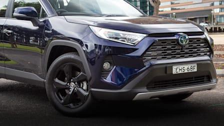 Video: 2020 Toyota RAV4 Cruiser Hybrid AWD review
