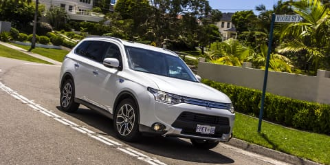 Mitsubishi Outlander PHEV Review: LT3