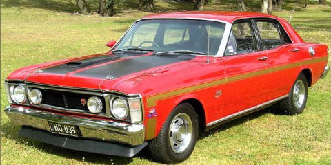Thieves steal a Ford Falcon, leave two Rolls-Royces