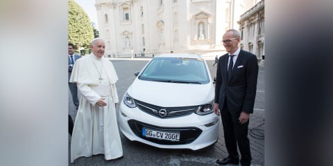 Pope Francis receives new Opel Ampera-e