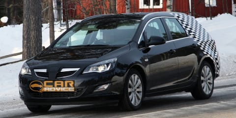 Opel Astra SportsTourer spy photos