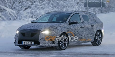 2016 Renault Megane wagon spy photos