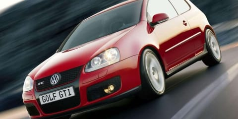 Video: Volkswagen Golf lane merging goes horribly wrong