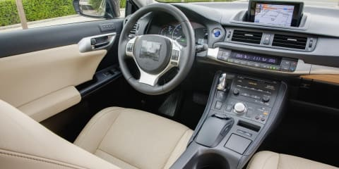 2011 Lexus CT 200h light interior and seating position revealed