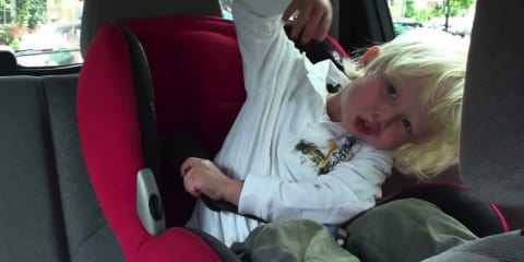 Children escaping vehicle child restraints: study