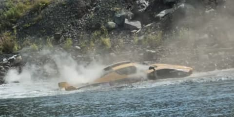 Video: Ferrari Enzo crashes into the ocean