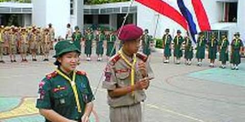Thai national anthem to stop traffic