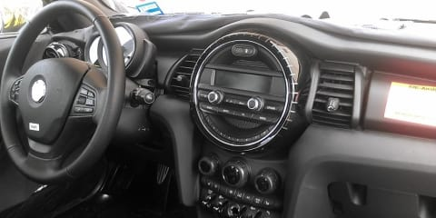 2014 Mini Cooper ditches centre speedo