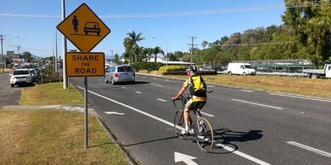 Queensland overtaking law requires drivers keep one metre from cyclists