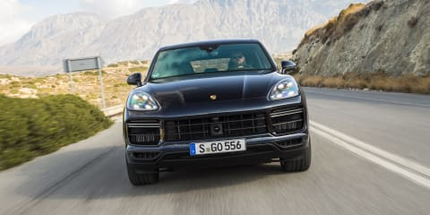 Porsche Cayenne Turbo tops 300km/h - video