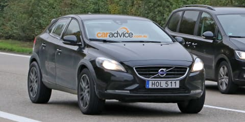 Volvo XC40 mule spy photos