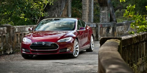 Tesla Model S :: Chinese hackers unlock moving car to win competition