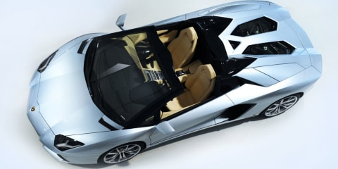 Lamborghini Aventador LP700-4 Roadster lifts its lid