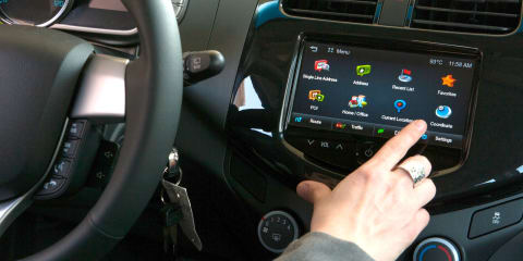 US safety authority recommends limiting in-car distractions