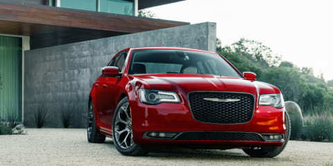 2015 Chrysler 300 revealed: Large sedan facelifted