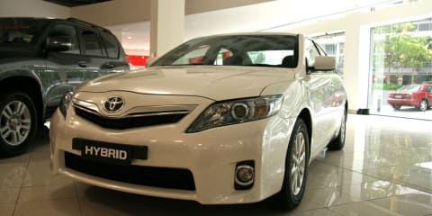 Toyota Camry Hybrid previews ahead of strong 2009 sales figures