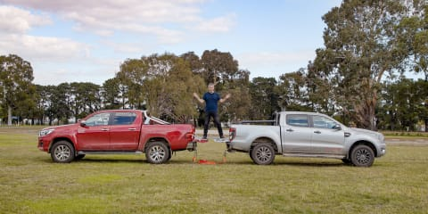 Tug o' war battle! 2020 Ford Ranger vs Toyota Hilux in a 4x4 duel