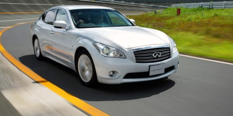 2011 Infiniti M35h world's first with standard audible pedestrian warning system
