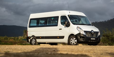 6a7e4e352c 2017 Renault Master Bus review