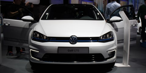 2017 Volkswagen Passat and Golf GTE - 2016 Paris Motor Show