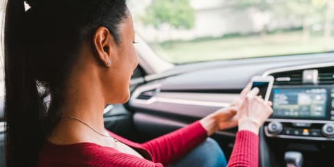 Can a driver be fined if their passenger is using a mobile phone?