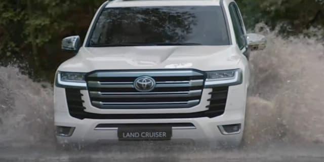 2022 Toyota Landcruiser 300系列和GR运动透露,由于今年的陈列室,没有提到杂种
