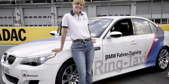 德国的Nürburgring赛车赛道以已故的萨宾·施米茨命名弯道