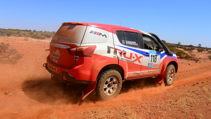 Isuzu MU-X rally 4