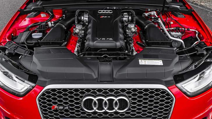 audi-rs4-engine