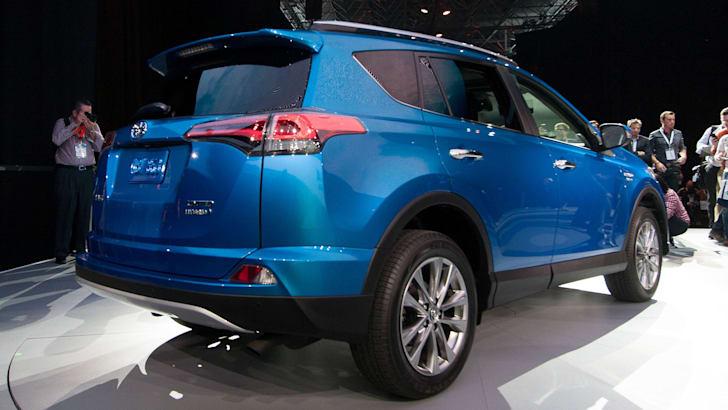 toyota-rav4-hybrid-rear