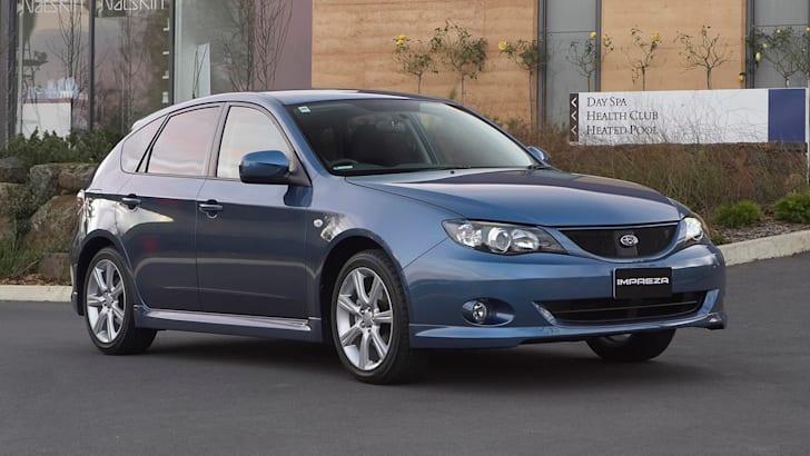 2008 Subaru Impreza RS front 3/4.