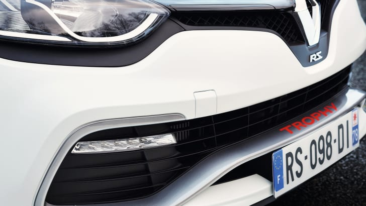renault-clio-rs220-trophy-bumper