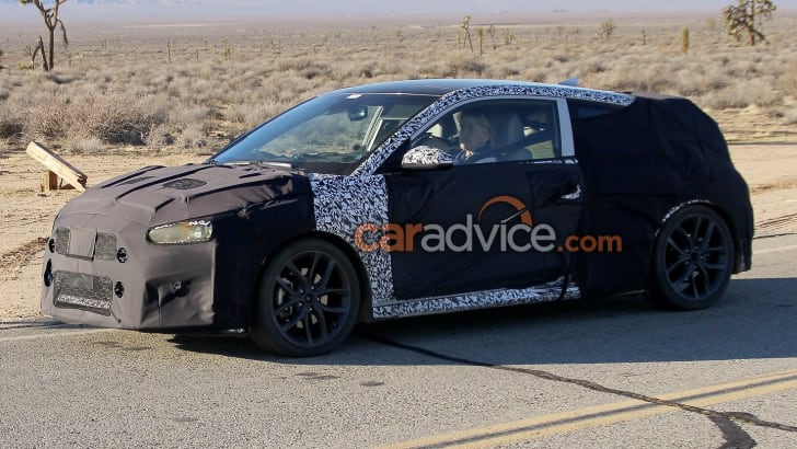 2018_hyundai_veloster_spy-photos_03