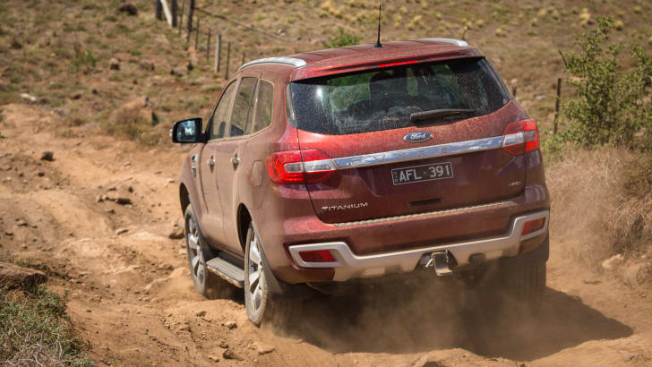 2016-ford-everest-titanium-v-land-rover-discovery-sdv6-se-comparison-107