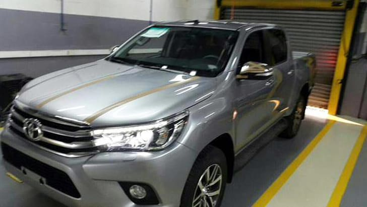 2016_Toyota_HiLux_Spy_Photos_3