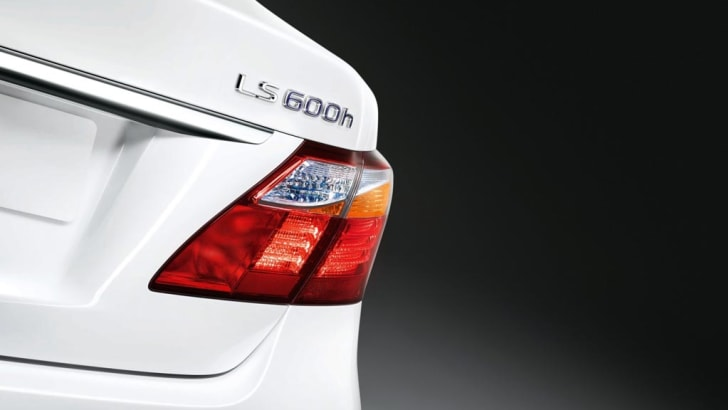 2010_Lexus_LS600h_007