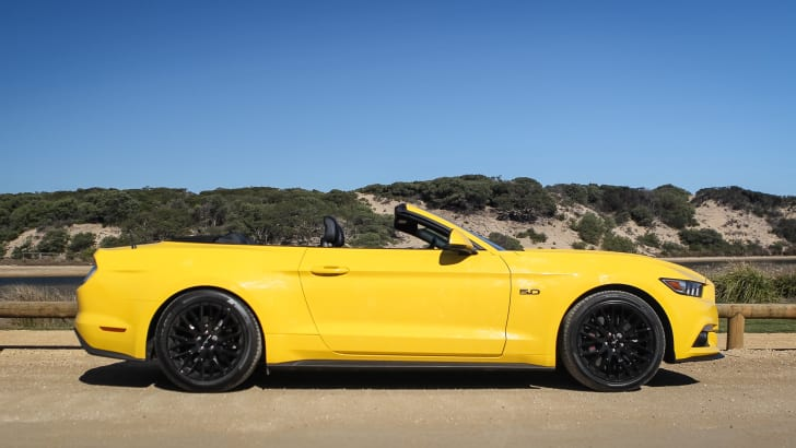 2016-ford-mustang-gt-convertible-33