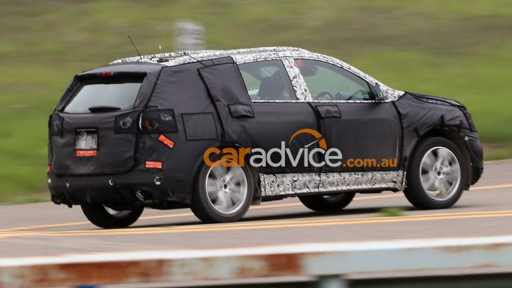 2017_chevrolet-equinox_holden-captiva_spy-photos_03