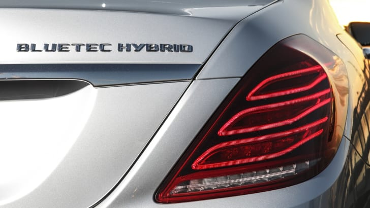 Mercedes-Benz-S300-Hybrid-Review-44