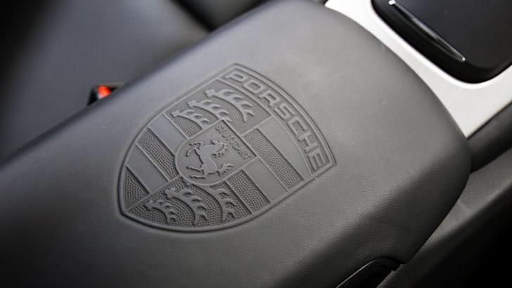 2015-porsche-911-carrera-GTS-1-9