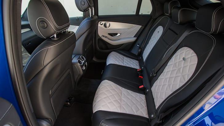 Mercedes-Benz GLC 250 Coupé; Exterieur: brilliantblau; Interieur: designo Leder Nappa platinweiß/schwarz; Kraftstoffverbrauch kombiniert: 6,9-7,3 l/100 km; CO2-Emissionen kombiniert: 159-170 g/km; exterior: brilliant blue; interior: designo Nappa Platinum white/black; fuel consumption combined: 6.9-7.3 l/100 km; CO2 emissions combined: 159-170 g/km