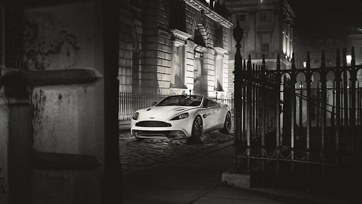 Aston-Martin-Vanquish-Carbon-white