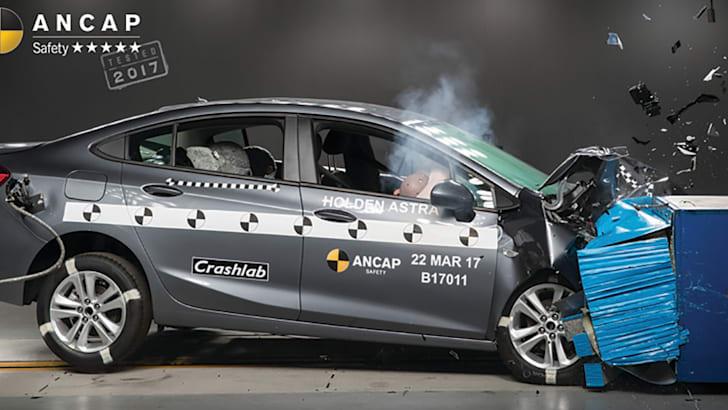 2018-holden-astra-sedan-ancap-photo-w-logo-holden-astra-sedan-frontal-offset