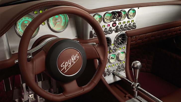 spyker-c8-preliator-interior